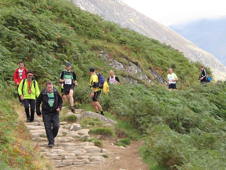 Craig-Wallace-Ben-Nevis-Race-dodging-walkers.jpg